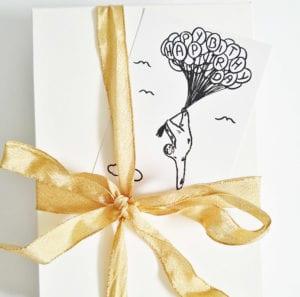 happy-birthday-faultier-geburtstagskarte-mit-luftballons-lovelysloth-nahaufnahme