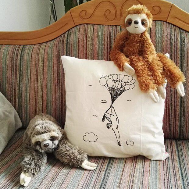 Dekokissen Baumwolle Faultier Flying Freddi mit Faultieren