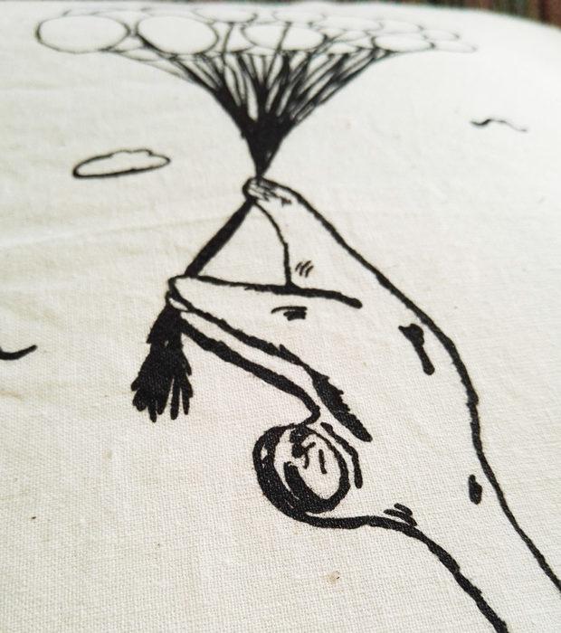 Dekokissen Baumwolle Faultier Flying Freddi nahaufnahme