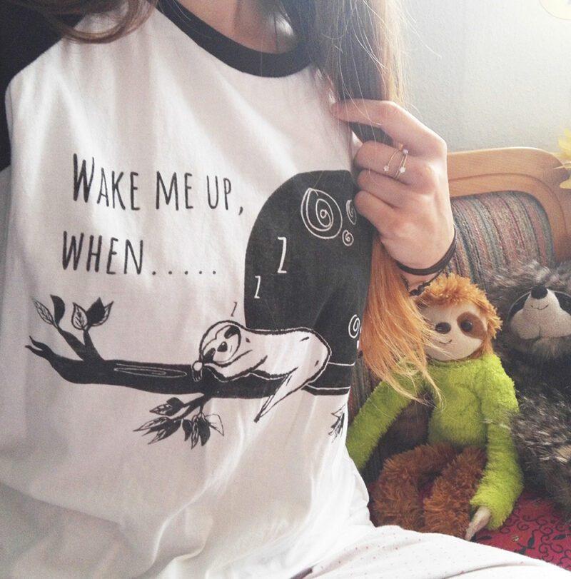 Wake-me-up-when-baseballshirt-lovelysloth-schlafshirt