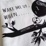 Wake-me-up-when-baseballshirt-nahaufnahme