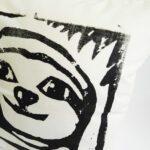 lovely-sloth-kissen-seitlich-lovelysloth