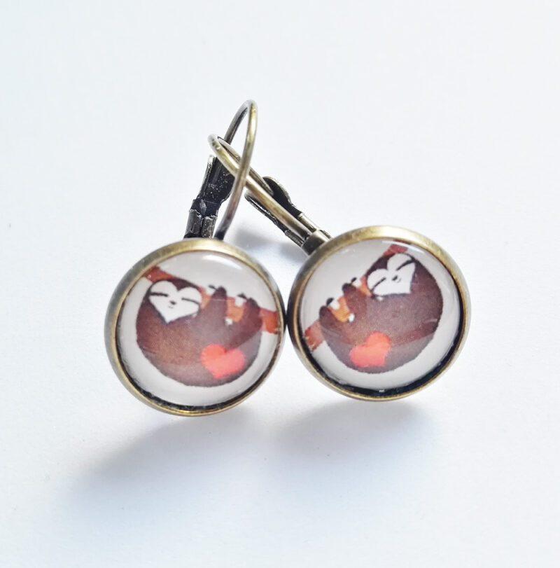 Faultier Ohrring Silber braun nahaufnahme