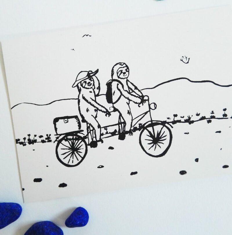 faultier-postkarte-faultiere-radtour-schwarz-lovelysloth