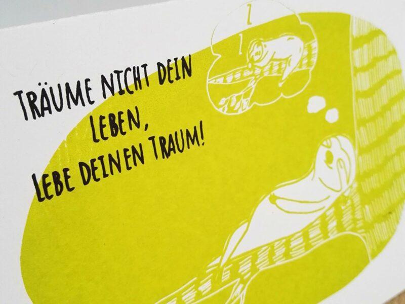 postkarte-traeume-nicht-dein-leben-lebe-deinen-traum-lovelysloth_4