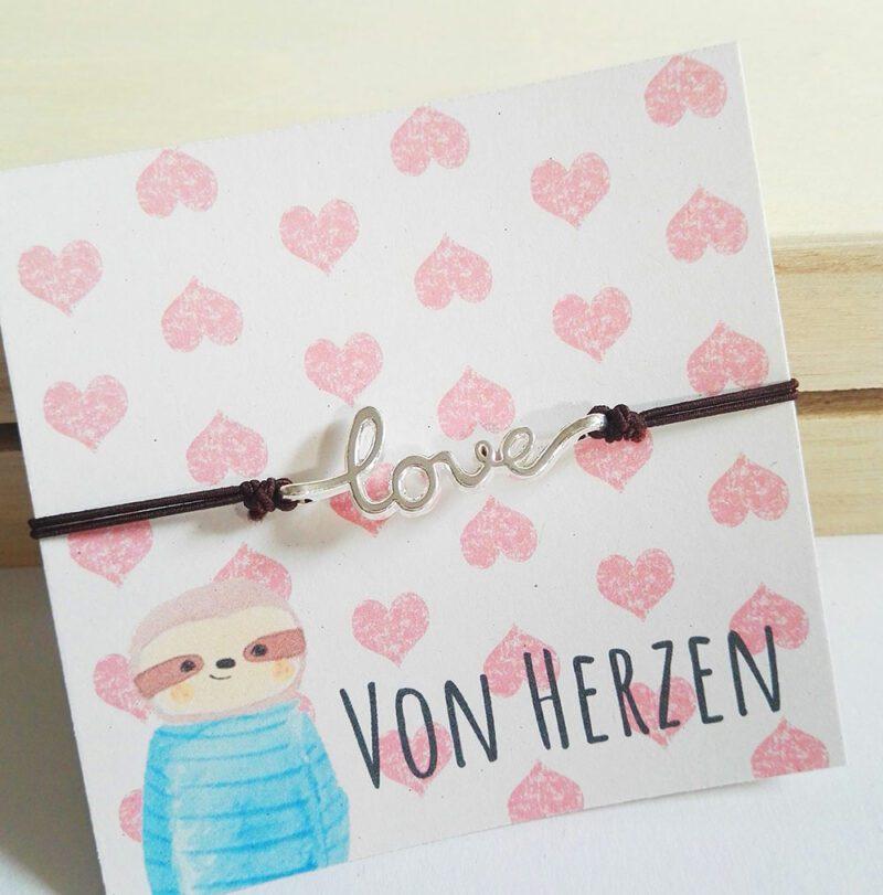 liebesarmband-von-herzen-nah-lovelysloth