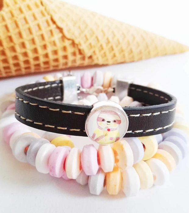 faultier-armband-faultier-sunny-mit-eis-pastellfarben-lovelysloth