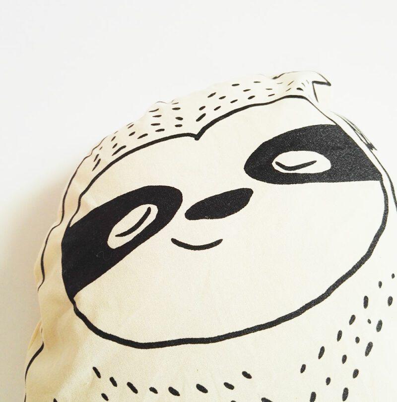 lovely-sloth-faultier-kuscheltier-kissen-gesicht