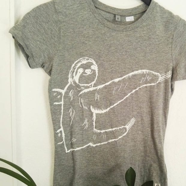 lovely-sloth-faultiershirt-grau-mit-sibbel-in-weiß